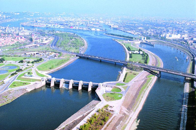 Le barrage et la centrale-écluse