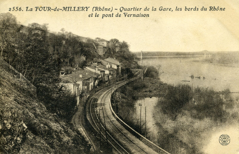 Voie ferrée et le Rhône à Millery